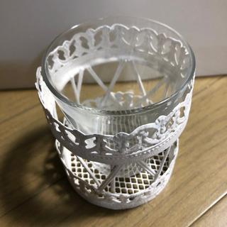 オシャレな白いスチール籠付き 花瓶