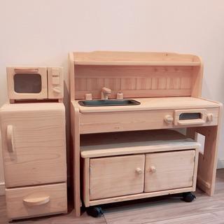 【木製】おままごとキッチン4点セット(椅子、冷蔵庫、レンジ付) ...