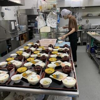 【急募】老人ホームの給食スタッフ募集中 - 飲食