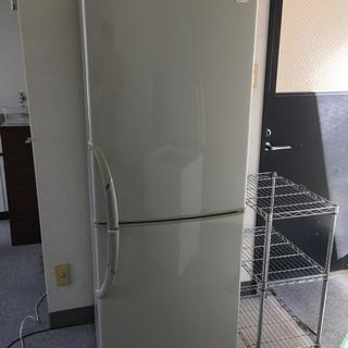 冷蔵庫差し上げます。詳細は写真で確認して下さい完動品