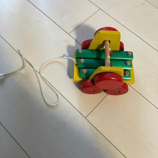 木のおもちゃ 紐で引っ張ると音が鳴ります。