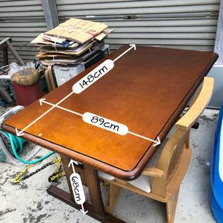 台所で使ってた大きめのテーブルと回転椅子(1脚)