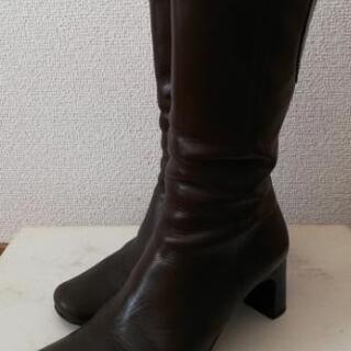 焦げ茶色ブーツ