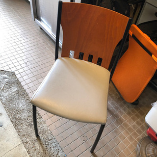 椅子200円均一!!無くなり次第終了ですのでお早めに!!