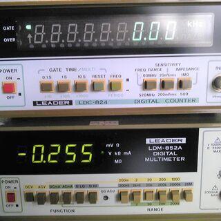 READERの周波数カウンター(~520MHz)とマルチメーター...