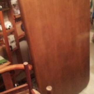 usedダイニングテーブルと椅子3脚のセットです