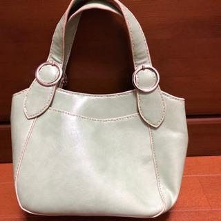 小さめのハンドバッグです。