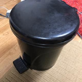 足踏み ゴミ箱 ①