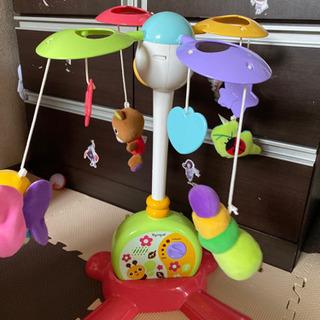 おもちゃと子どものご飯椅子