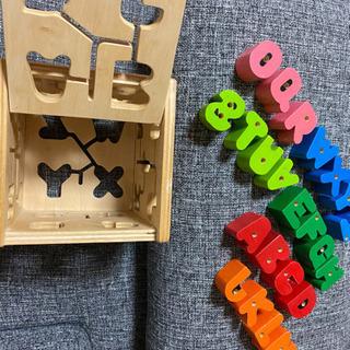 木製アルファベットの玩具