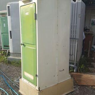 仮設トイレ(水洗式)、洗浄済み。軽いので搬入は簡単です。