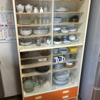 昭和な食器棚
