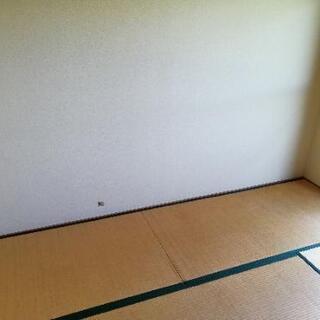 壁にあいた穴なおします