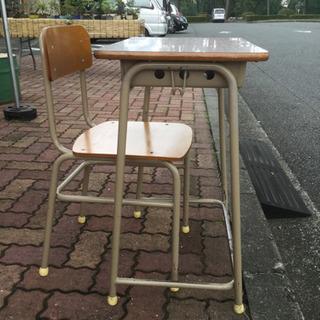 学校の机と椅子 10セットあります。 - 座間市