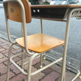 学校の机と椅子 10セットあります。 - 家具