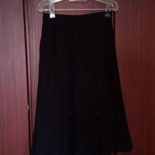 婦人黒スカート