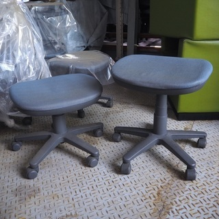 キャスター付き椅子(元は事務用椅子・背もたれ無し)