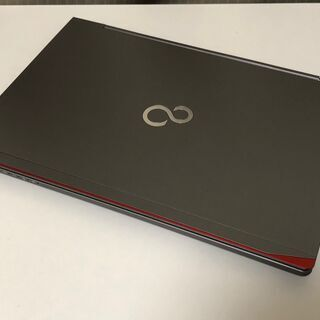 【おしゃれなメタリックシルバーのFujitsu製UltrabookPC】Core i5-5300U メモリ 4GB SSD 128GB WiFi搭載 Win10 Pro  - 大田区