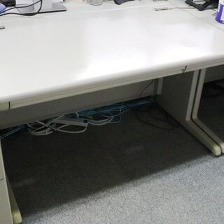事務所移転の為、オフィス家具を無料でお譲りします。(デスク幅100cm)の画像