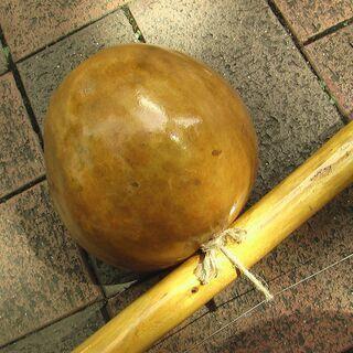 カポエィラ音楽:ビリンバウ・パンデイロ・アタバキ・アゴゴ等の伝統楽器とポルトガル語の歌 - 芦屋市