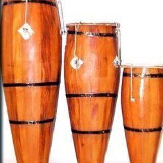 カポエィラ音楽:ビリンバウ・パンデイロ・アタバキ・アゴゴ等の伝統楽器とポルトガル語の歌 − 兵庫県