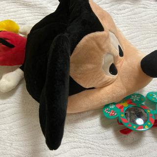 ミッキーマウスの帽子とサングラス