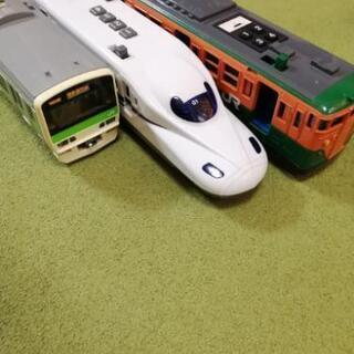 電車のおもちゃ 3台