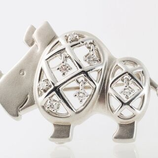 田崎(TASAKI) K18WG ダイヤモンドブローチ (サイモチーフ) 品番7-405 - 売ります・あげます
