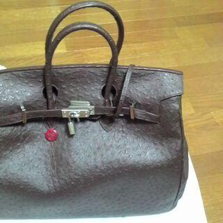 バーキンタイプのバッグで、博(HAKU)という国内ブランドです。...