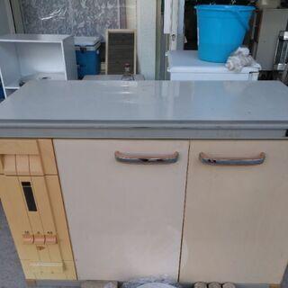 キッチン台 別館倉庫場所浦添市安波茶においてあります