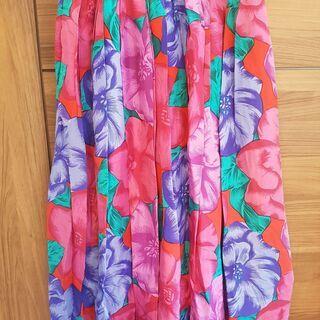 シルクのカラフルなミモレ丈スカート