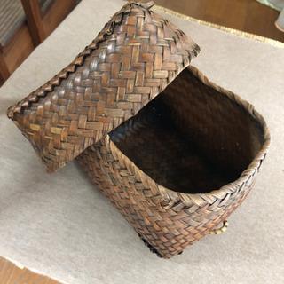 小さい竹籠