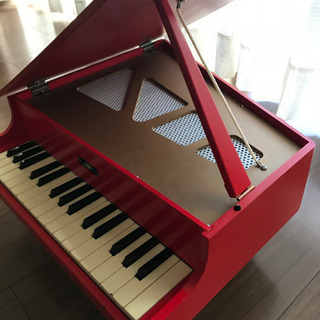 KAWAIミニグランドピアノ赤色