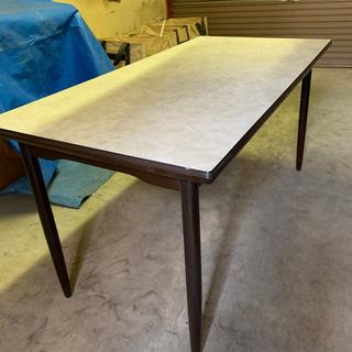 ダイニングテーブル大きめサイズ