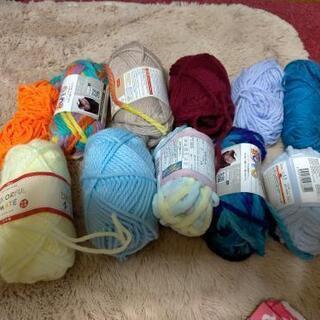 編み物セットとピンクの生地