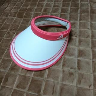 ピンク&ホワイトのオシャレなadidas(アディダス)のサンバイ...