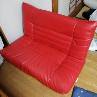 赤いローソファ