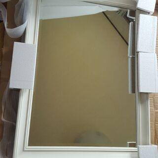 大きな白縁の鏡
