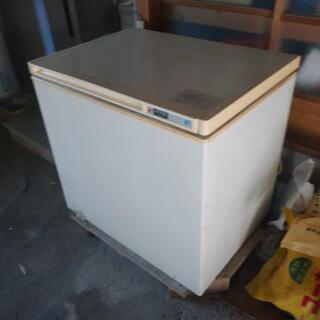 冷凍ストッカー(田舎の家の納屋にはだいたいあるやつ)