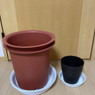 あげます 植木鉢 プラスチック製 10号x2 とおまけ植木鉢