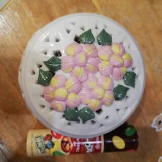 花柄の陶器のポット?