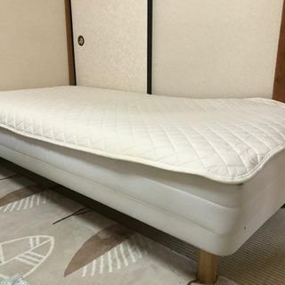 【引越しの為譲ります】シングルベッド/外枠・フレームなし/木脚付...