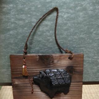 牛の壁掛け飾り(木製+銅のような重い素材)