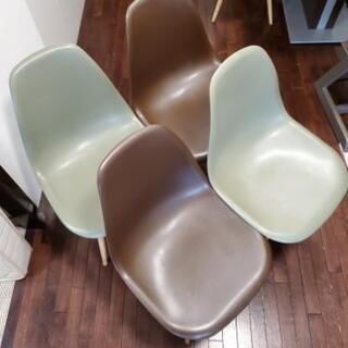 椅子4脚(イームズシェルチェア)