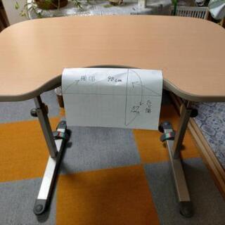 高さ調節可能テーブル