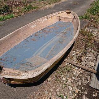 古い小型の船