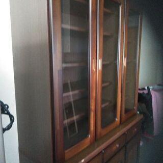 かなり大きくて上等な食器棚です 別館倉庫場所浦添市安波茶において...