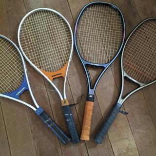 硬式テニスのラケット4本