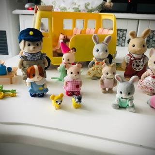 【他サイトにて販売済】シルバニア幼稚園バス&人形多数