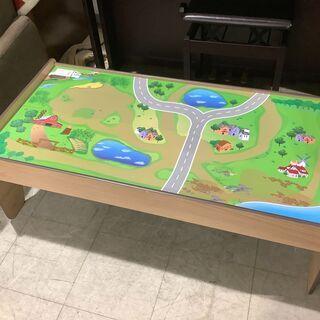 おもちゃとテーブルの要素を兼ね備えた商品です!